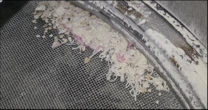 мусор на решетке просеивателя растаривателя